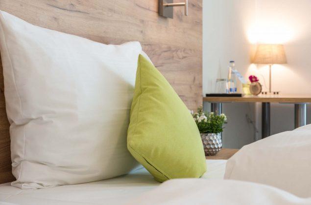 maiershotel-parsberg-erfolg-erlebnis-entspannung-modern-tagung-seminar-bayern-familie-gastfreundschaft-zimmer-room-big-grossezimmer-appartement-schlafen-komfort-comfort (1)