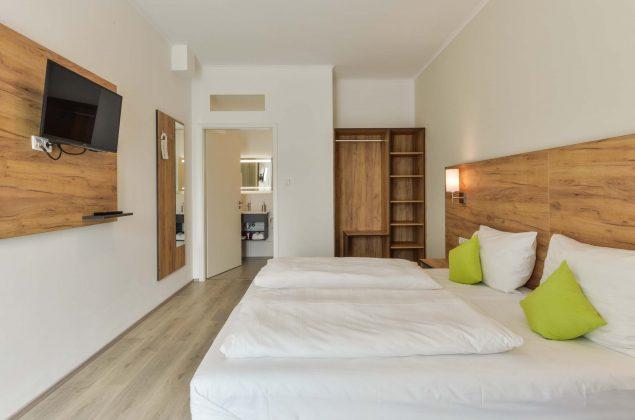 maiershotel-parsberg-erfolg-erlebnis-entspannung-modern-tagung-seminar-bayern-familie-gastfreundschaft-zimmer-room-big-grossezimmer-appartement-schlafen-komfort-comfort (12)