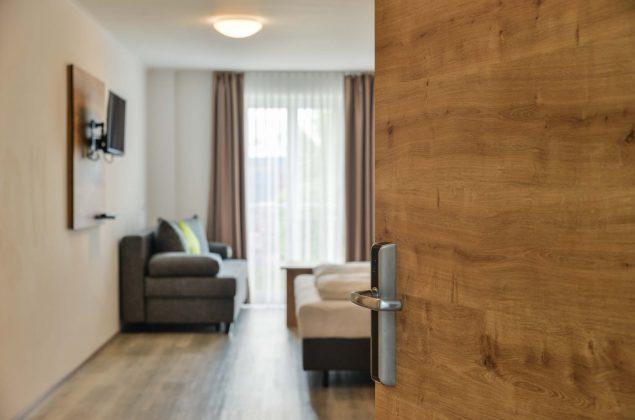 maiershotel-parsberg-erfolg-erlebnis-entspannung-modern-tagung-seminar-bayern-familie-gastfreundschaft-zimmer-room-big-grossezimmer-appartement-schlafen-komfort-comfort (3)