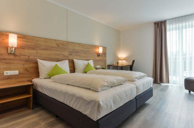 maiershotel-parsberg-erfolg-erlebnis-entspannung-modern-tagung-seminar-bayern-familie-gastfreundschaft-zimmer-room-big-grossezimmer-appartement-schlafen-komfort-comfort (5)