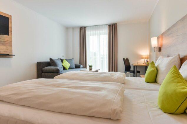 maiershotel-parsberg-erfolg-erlebnis-entspannung-modern-tagung-seminar-bayern-familie-gastfreundschaft-zimmer-room-big-grossezimmer-appartement-schlafen-komfort-comfort (8)