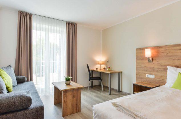 maiershotel-parsberg-erfolg-erlebnis-entspannung-modern-tagung-seminar-bayern-familie-gastfreundschaft-zimmer-room-big-grossezimmer-appartement-schlafen-komfort-comfort (9)