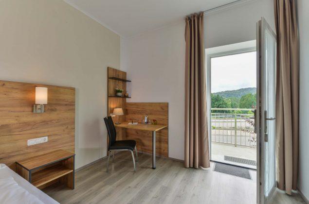 maiershotel-parsberg-erfolg-erlebnis-entspannung-modern-tagung-seminar-bayern-familie-gastfreundschaft-zimmer-room-big-grossezimmer-appartement-schlafen-komfort-comfort (14)