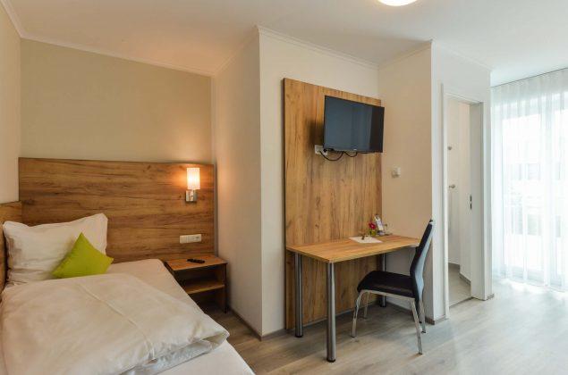 maiershotel-parsberg-erfolg-erlebnis-entspannung-modern-tagung-seminar-bayern-familie-gastfreundschaft-zimmer-room-big-grossezimmer-appartement-schlafen-komfort-comfort (16)