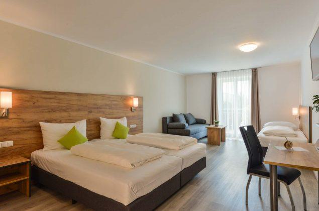 maiershotel-parsberg-erfolg-erlebnis-entspannung-modern-tagung-seminar-bayern-familie-gastfreundschaft-zimmer-room-big-grossezimmer-appartement-schlafen-komfort-comfort (17)