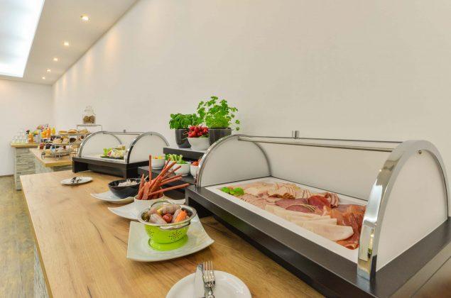 maiershotel-parsberg-erfolg-erlebnis-entspannung-modern-tagung-seminar-bayern-familie-gastfreundschaft-breakfast-fruehstueck-lecker-buffet-grosseauswahl-vielfalt (4)