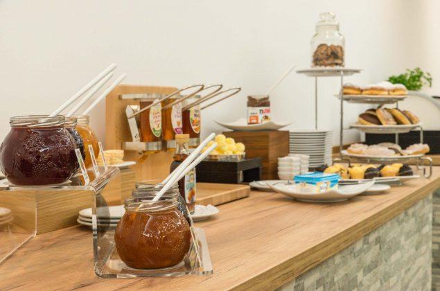 maiershotel-parsberg-erfolg-erlebnis-entspannung-modern-tagung-seminar-bayern-familie-gastfreundschaft-breakfast-fruehstueck-lecker-buffet-grosseauswahl-vielfalt (12)