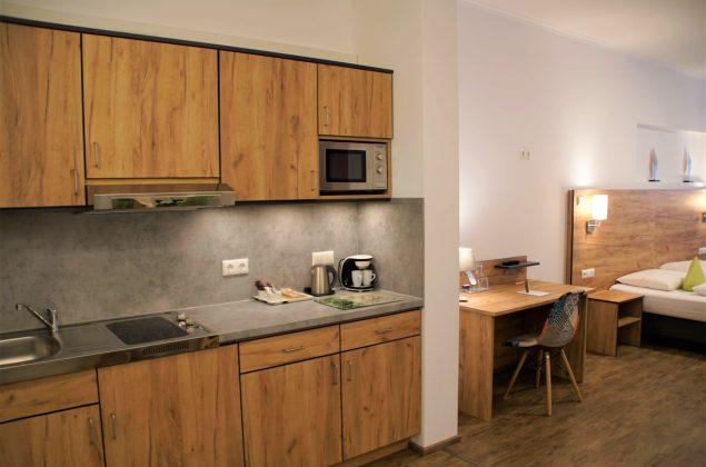 maiershotel-parsberg-erfolg-erlebnis-entspannung-modern-tagung-seminar-bayern-familie-gastfreundschaft-zimmer-room-big-grossezimmer-appartement-schlafen-boardinghouse-1