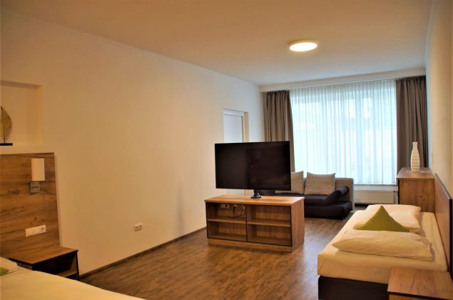 maiershotel-parsberg-erfolg-erlebnis-entspannung-modern-tagung-seminar-bayern-familie-gastfreundschaft-zimmer-room-big-grossezimmer-appartement-schlafen-boardinghouse-3